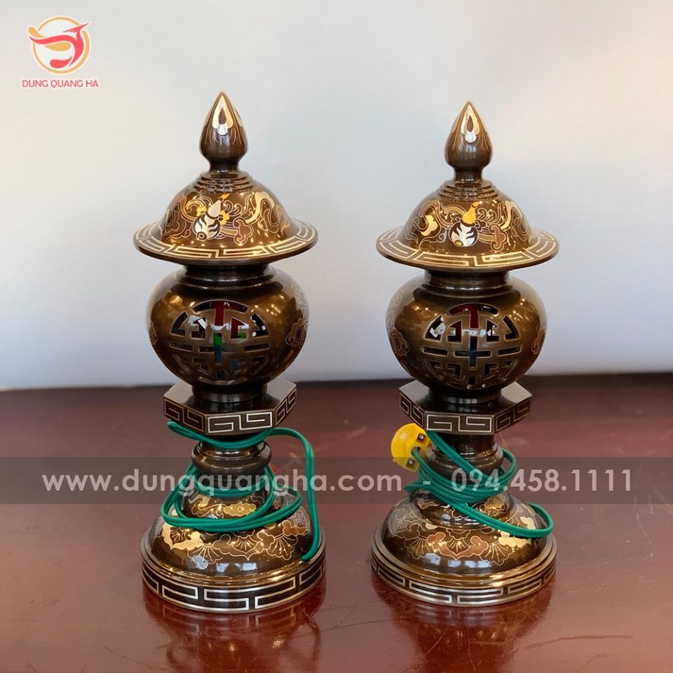 Bộ đèn thờ bằng đồng khảm ngũ sắc chạm rỗng chữ Thọ cao 30cm