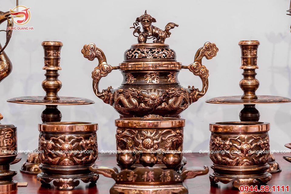 Bộ đồ thờ bằng đồng đỏ cạo màu - chạm rồng đầy đủ cổ kính