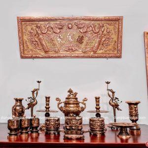 Bộ đồ thờ cúng đầy đủ bằng đồng đỏ cạo màu – chạm sòi