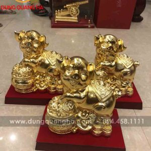 Bộ sưu tập tượng heo mạ vàng đứng trên phú quý, tài lộc
