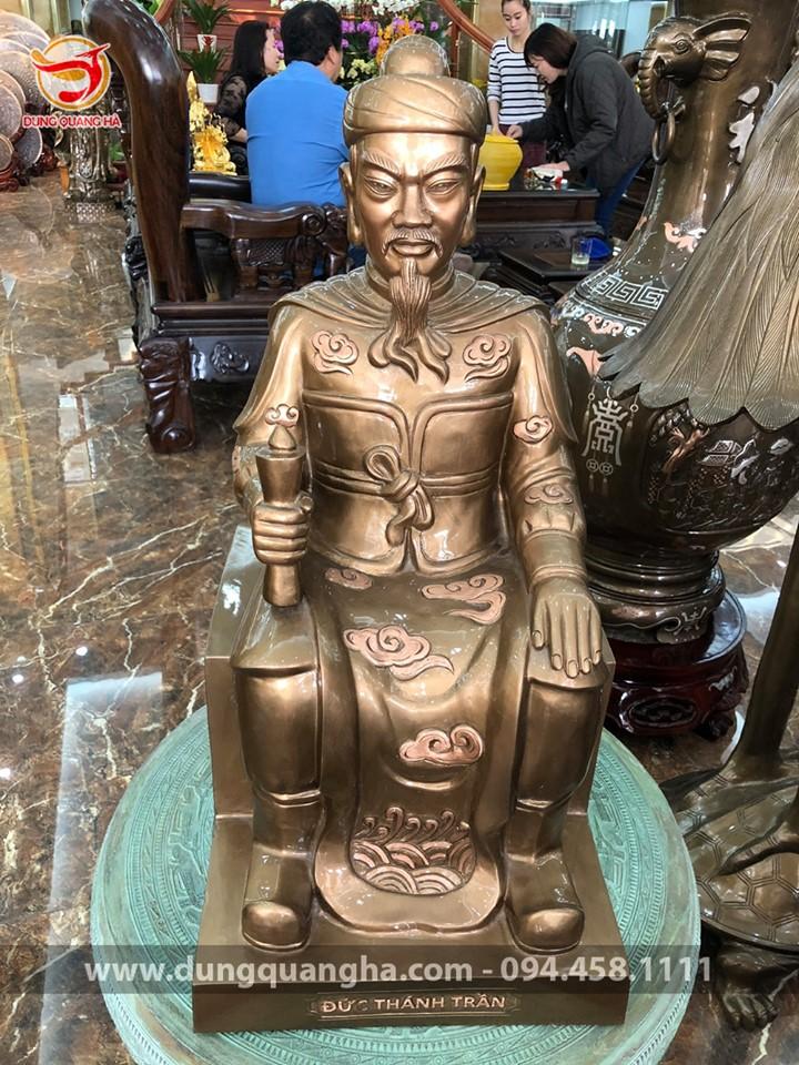 Các mẫu tượng Đức Thánh Trần ngồi ghế bằng đồng đẹp tinh xảo