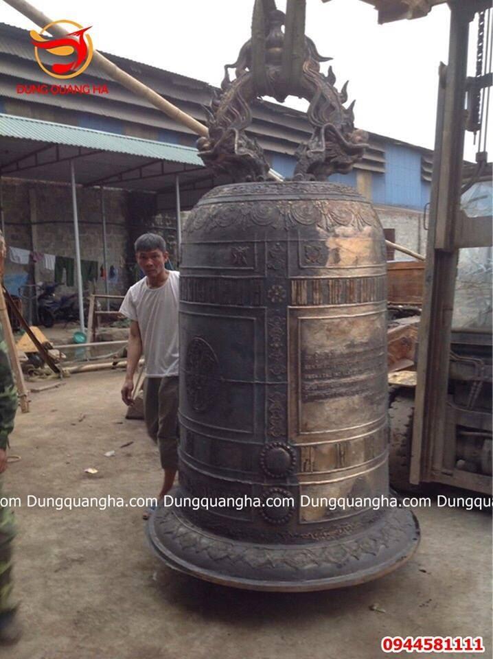 Chuông đồng cổ kính giao tại chùa