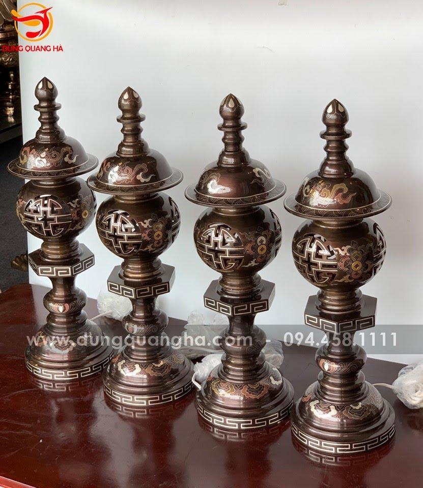 Đôi đèn thờ bằng đồng khảm ngũ sắc cao 55cm