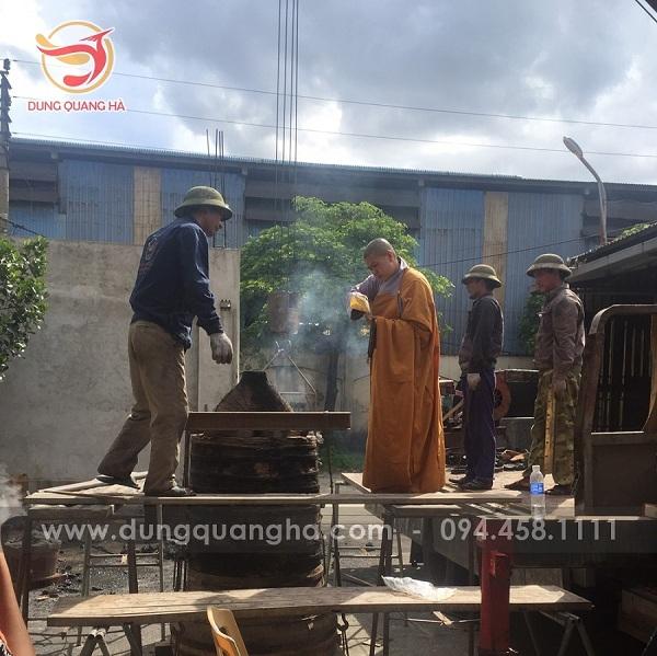 Dung Quang Hà thực hiện đúc chuông đồng nặng 300kg cho chùa Mục Đồng – tỉnh Bến Tre