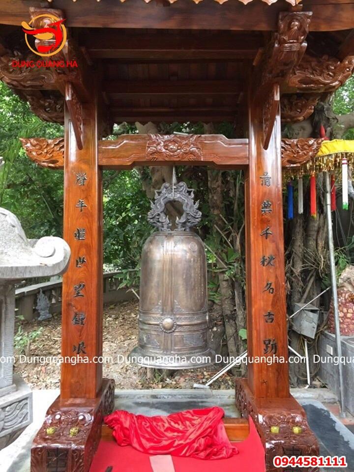 Giá chuông đồng treo tại đình chùa
