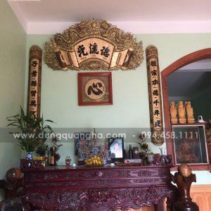 Lắp đặt bộ hoành phi câu đối Đức Lưu Quang cùng tranh đồng chữ Tâm cho khách
