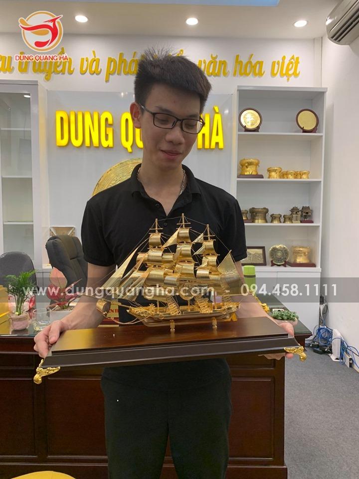 Mô hình thuyền buồm mạ vàng phong thủy