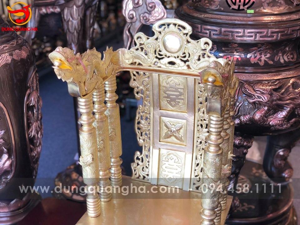 Ngai thờ đẹp bằng đồng vàng