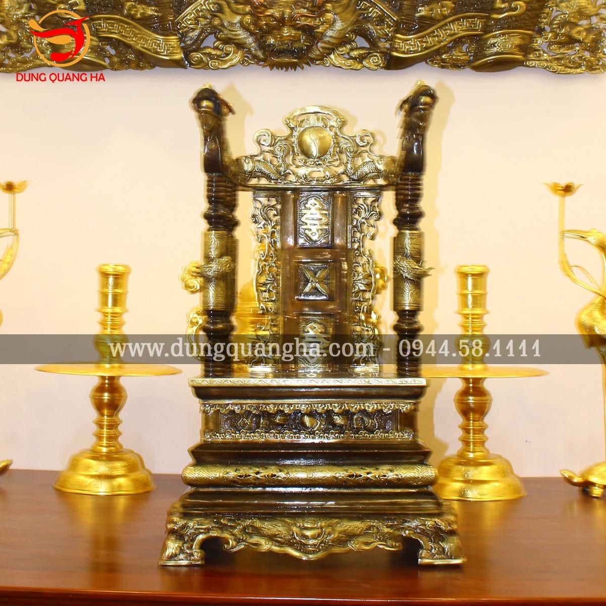 Ngai thờ gia tiên bày dưới hoành phi đồng bộ 2