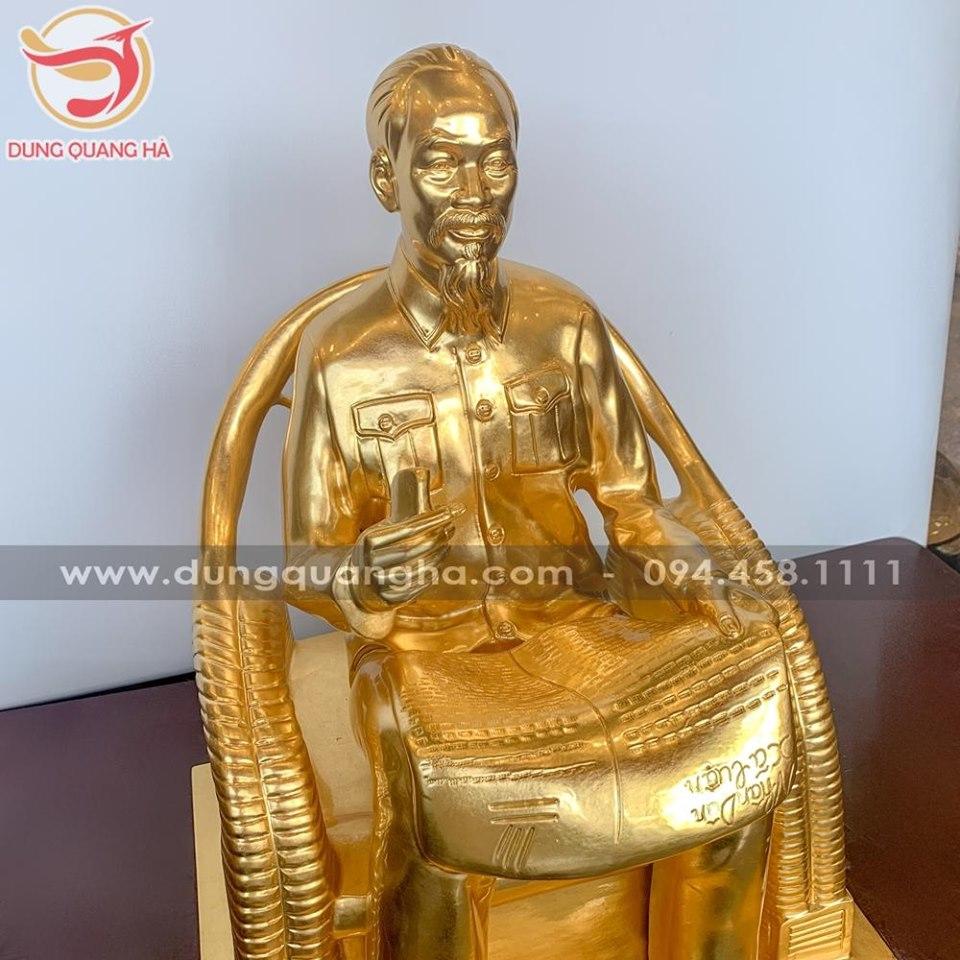 Tượng Bác Hồ ngồi ghế mây bằng đồng thếp vàng đẹp tinh xảo