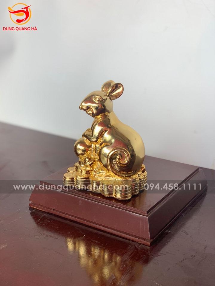 Tượng chuột vàng phong thủy ôm quả bóng