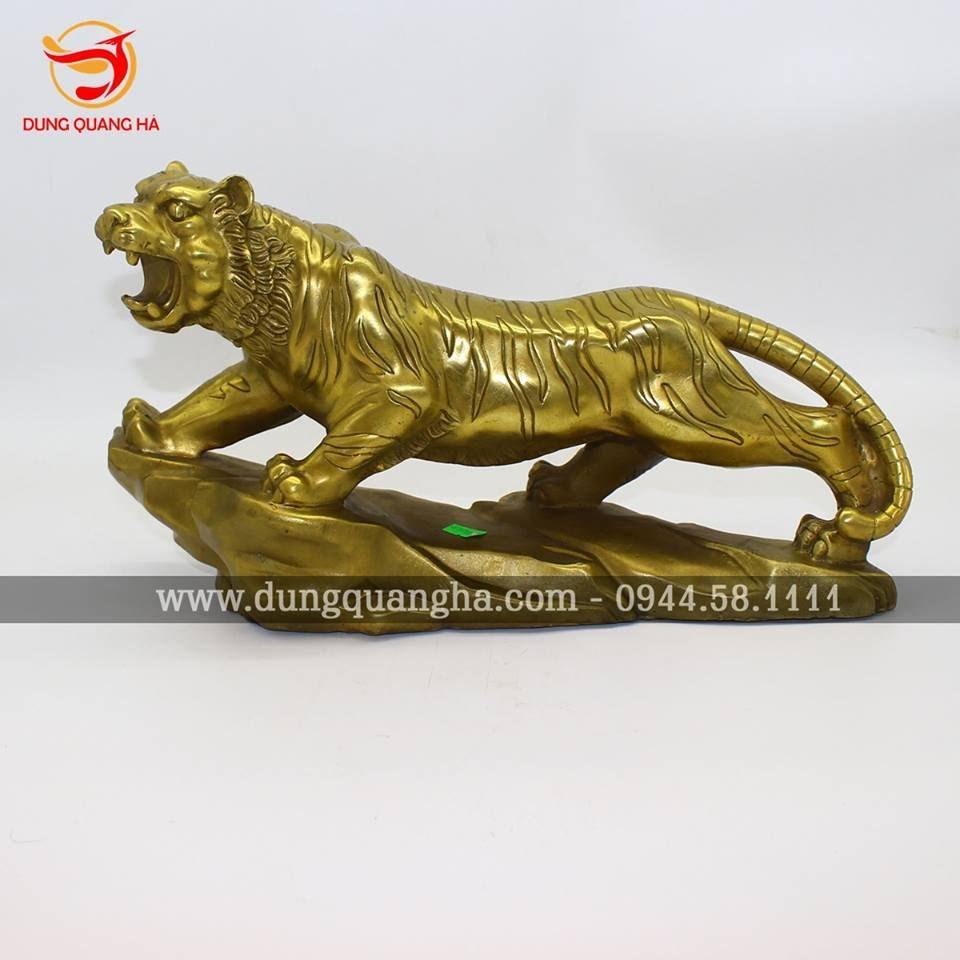 Tượng con hổ bằng đồng oai phong, tinh xảo