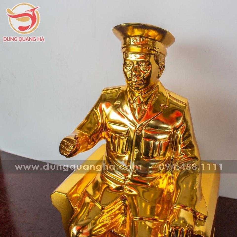 Tượng đại tướng Võ Nguyên Giáp bằng đồng mạ vàng