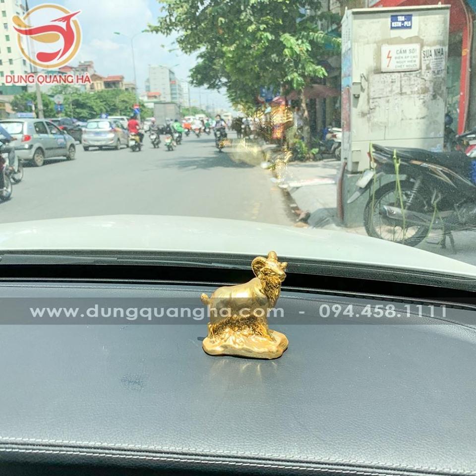 Tượng dê mạ vàng để xe ô tô