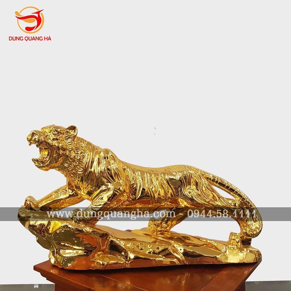 Tượng hổ uy dũng - Chúa sơn lâm bằng đồng mạ vàng tinh xảo
