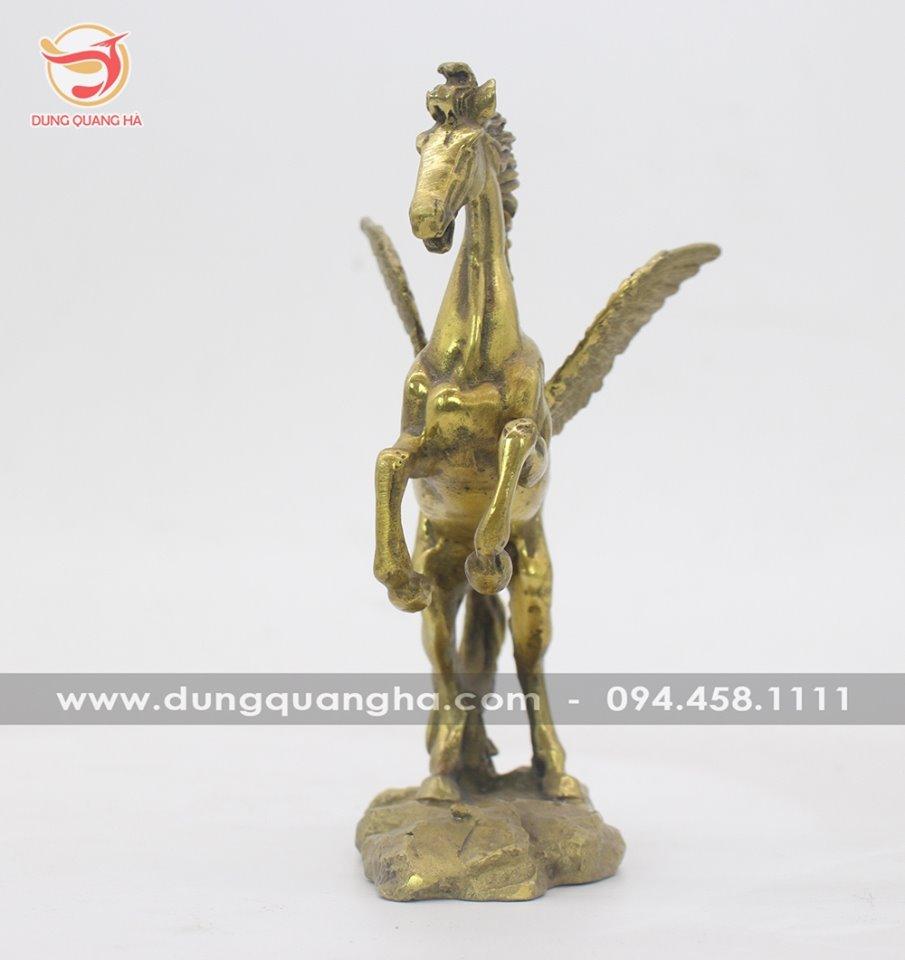 Tượng ngựa có cánh bằng đồng vàng mộc