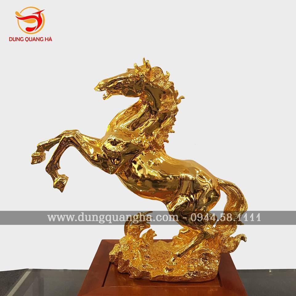 Tượng ngựa mạ vàng dũng mãnh đẹp tinh xảo
