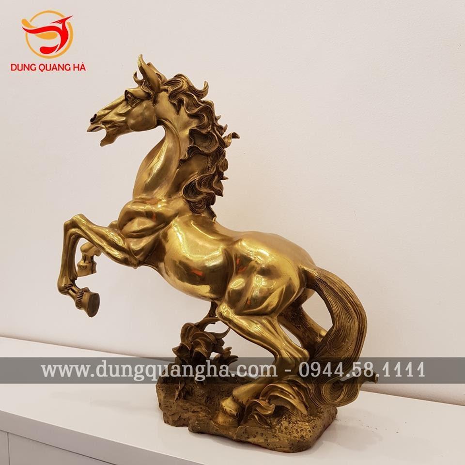 Tượng ngựa phong thủy bằng đồng vàng mộc
