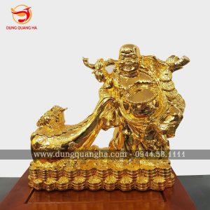 Tượng Phật Di Lặc mạ vàng 24k trong tư thế chuẩn bị kéo bao tiền