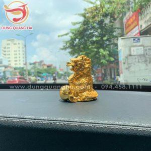 Tượng rồng mạ vàng để xe ô tô