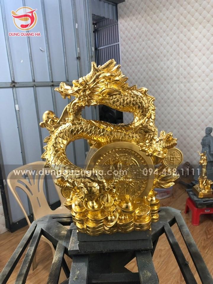 Tượng rồng ôm vàng bạc châu báu