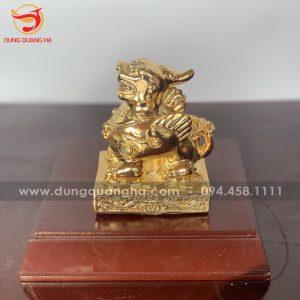 Tỳ Hưu trên đế mạ vàng để bàn làm việc, trưng bày phòng khách