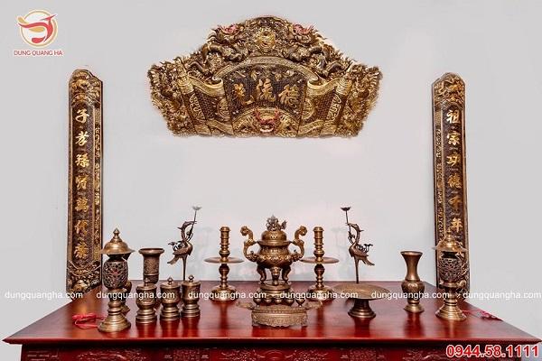 Bộ đồ thờ ngũ sự bằng đồng vàng mộc cổ kính tinh xảo