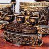 Bộ ngũ sự đồng vàng hai màu kèm phụ kiện đầy đủ trên bàn thờ gia tiên
