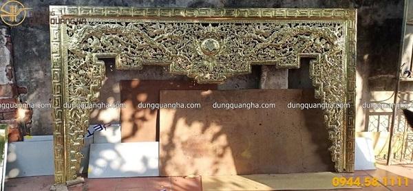 Lắp đặt cửa võng thờ bằng đồng vàng tại nhà thờ họ