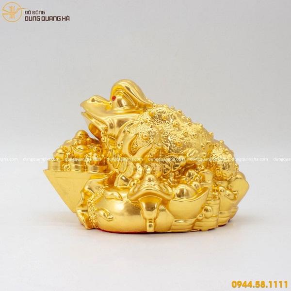 Thiềm Thừ phong thủy tài lộc thếp vàng kiểu dáng độc đáo