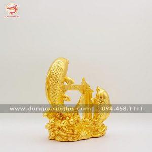 Tượng cá chép vượt vũ môn bằng đồng thếp vàng 9999