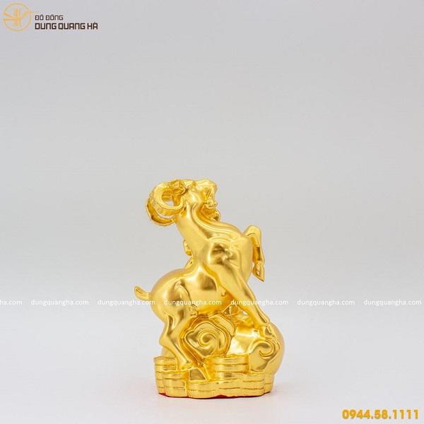 Tượng con dê thếp vàng - linh vật phong thủy độc đáo