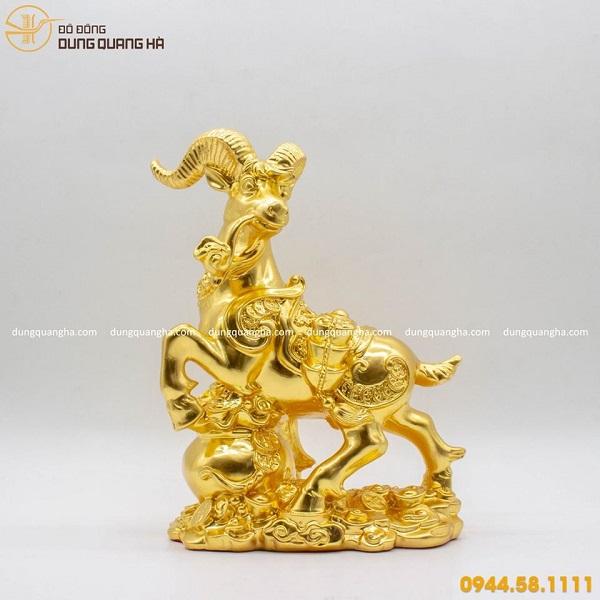 Tượng dê phong thủy thếp vàng hoa văn cao cấp