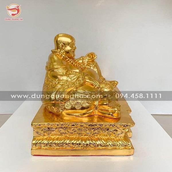 Tượng Di Lặc ngồi nâng thỏi vàng vạn sự như ý