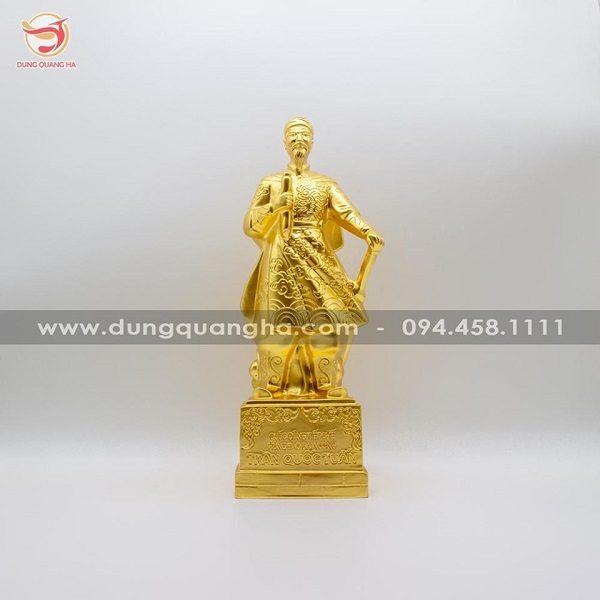 Tượng Đức thánh Trần Hưng Đạo bằng đồng dát vàng