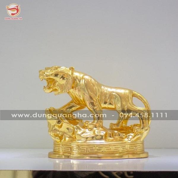 Tượng hổ phong thủy bằng đồng thếp vàng mẫu đẹp tinh xảo