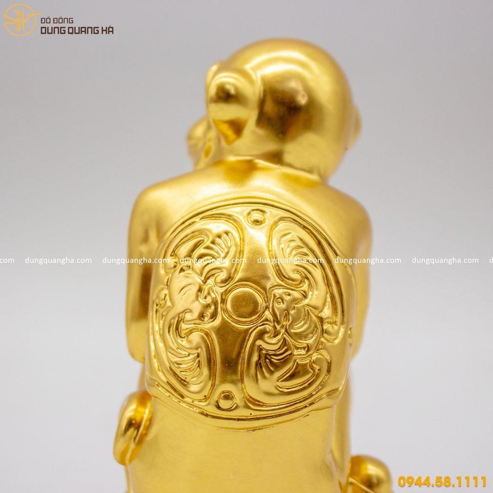 Tượng khỉ phong thủy nâng thỏi vàng phú quý thịnh vượng
