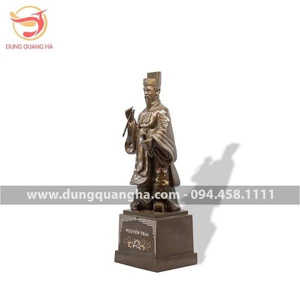 Tượng Nguyễn Trãi bằng đồng khảm tam khí