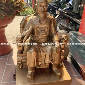 Tượng Trần Quốc Tuấn ngồi ghế bằng đồng đỏ mộc cao 1m nặng 150kg