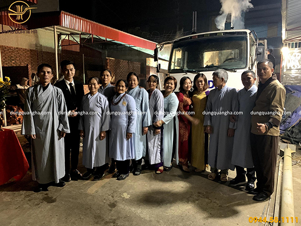 Dung Quang Hà đón đoàn khách từ Nghệ An