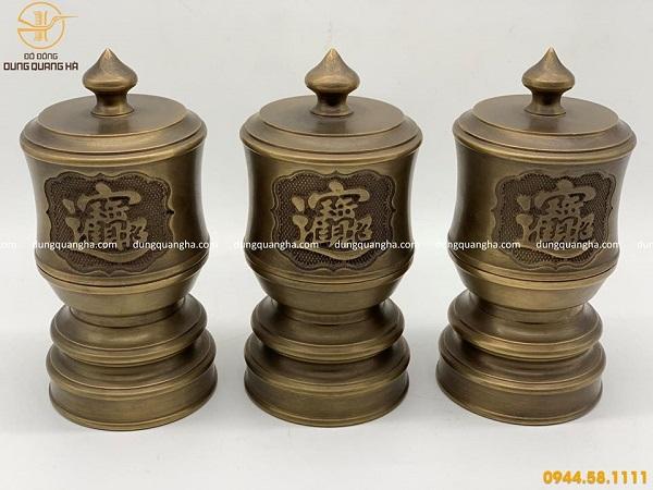 Đài thờ cổ kính bằng đồng vàng hun tinh xảo