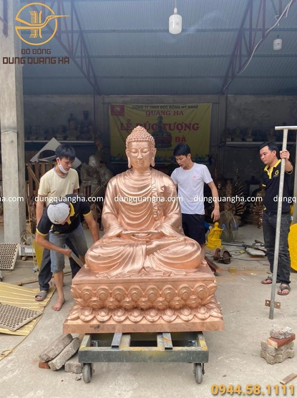 Đúc hoàn thiện tượng Phật Thích Ca bằng đồng đỏ 1m52
