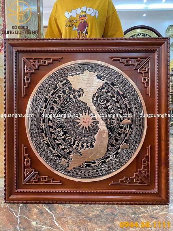 Mặt trống đồng bản đồ Việt Nam khung gỗ gụ 1m2