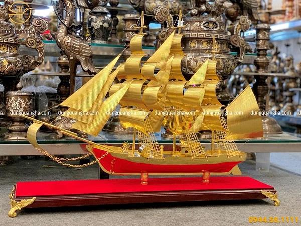 Mô hình thuyền buồm mạ vàng dài 85cm cao 55cm rộng 12cm đế gỗ