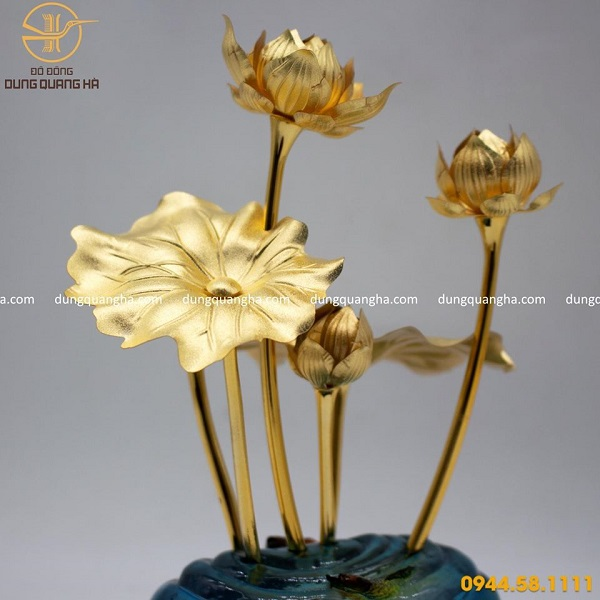 Quà tặng bằng đồng mạ vàng mẫu 3 - hoa sen lưu niệm