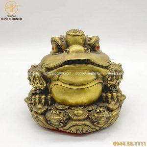 Thiềm Thừ phong thủy cõng thỏi vàng bằng đồng vàng mộc