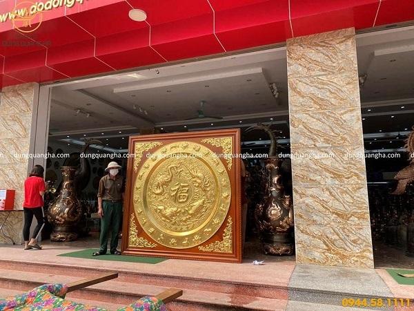 Tranh đồng mặt mâm tứ linh đường kính 1m83 khung gỗ gụ 2m15