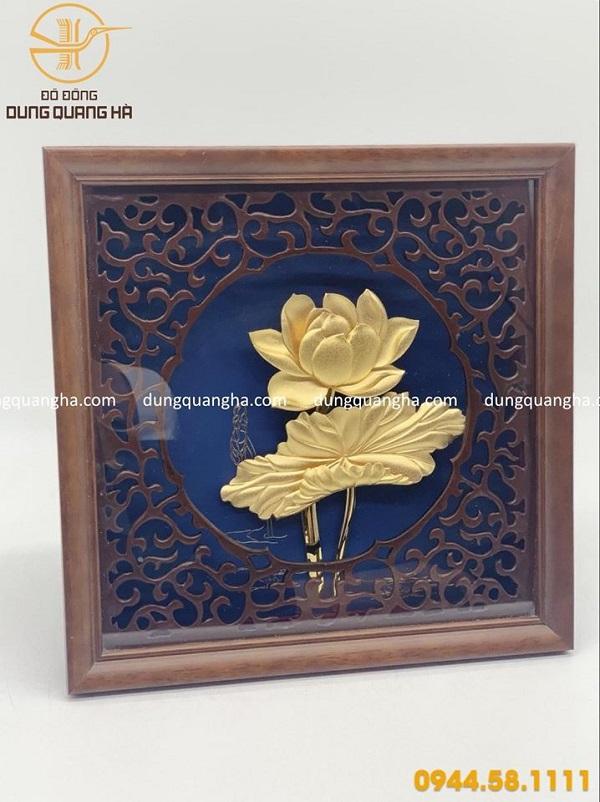 Tranh hoa sen mạ vàng khung gỗ vuông