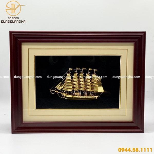 Tranh thuyền buồm xuôi gió mạ vàng đẹp tinh xảo