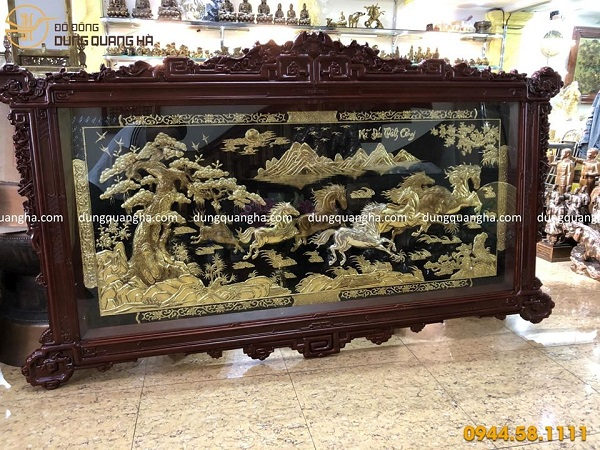 Tranh Mã Đáo Thành Công khung gỗ tùng thiết kế hoa văn cao cấp